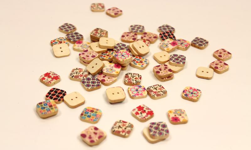 Detalles para hacer tu mismo y regalar en la boda. Botones cuadrados.