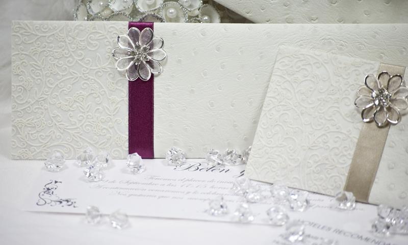 Invitación de boda en papel Piel de Avestruz.
