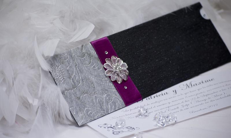 Invitación de boda en papel azabache.