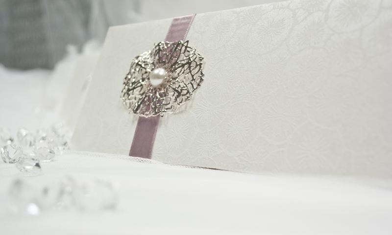 Invitación de boda en papel nenufares.