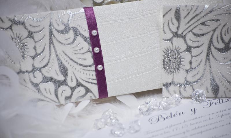 Invitación de boda en papel Piel de Cocodrilo.